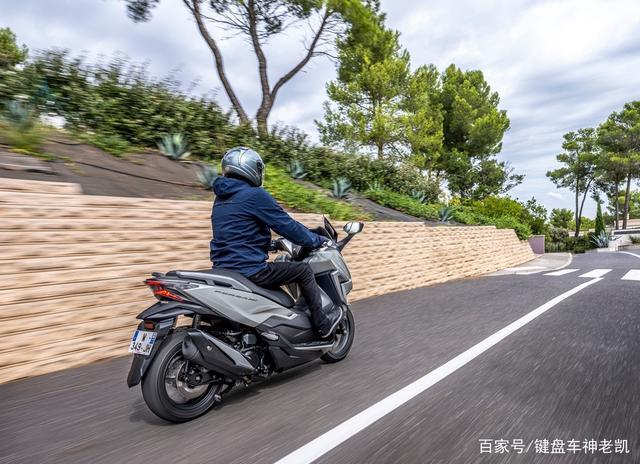 FORZA 350台湾上市,折合rmb约6.18w,内地售价预计和CB500F相仿-第7张图片-春风行摩托车之家
