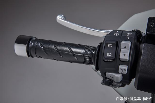 FORZA 350台湾上市,折合rmb约6.18w,内地售价预计和CB500F相仿-第9张图片-春风行摩托车之家