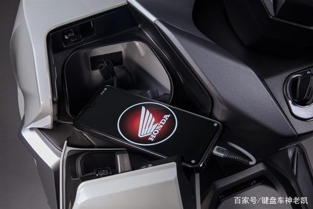 FORZA 350台湾上市,折合rmb约6.18w,内地售价预计和CB500F相仿-第5张图片-春风行摩托车之家