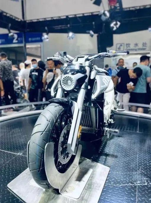 奔达700排量四缸巡航车官方爆出售价4万 ,预计明年下旬上市-第1张图片-春风行摩托车之家