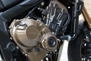 【试驾报告】中阶四缸街车首选!本田HONDA「CB650R」-第15张图片-春风行摩托车之家