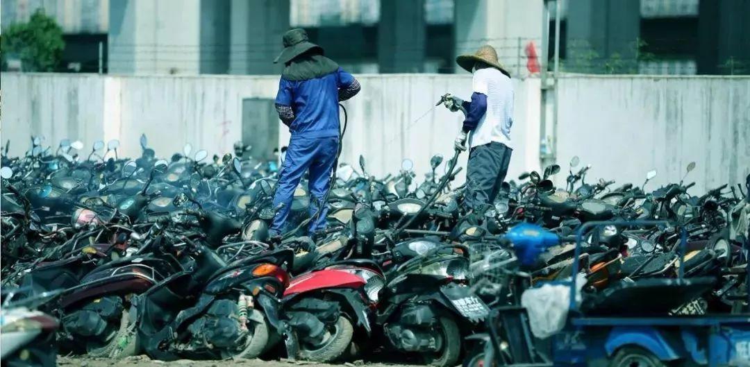 报废摩托车销毁,场面过于壮观-第3张图片-春风行摩托车之家