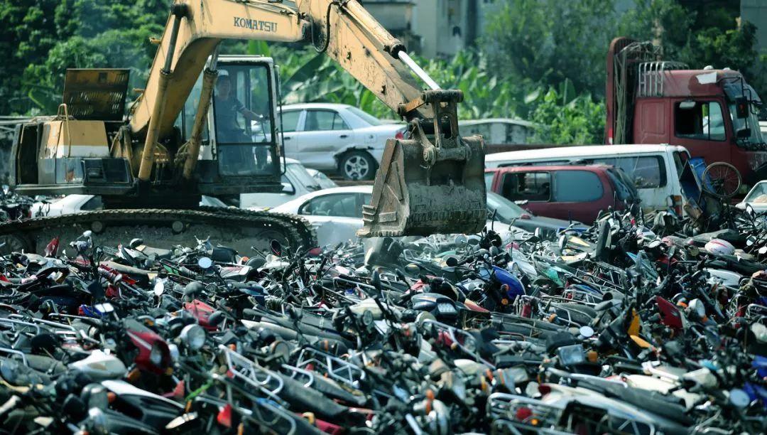 报废摩托车销毁,场面过于壮观-第2张图片-春风行摩托车之家