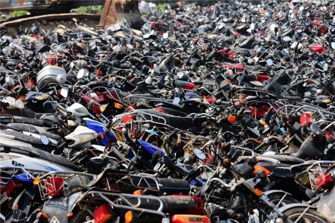 报废摩托车销毁,场面过于壮观-第1张图片-春风行摩托车之家