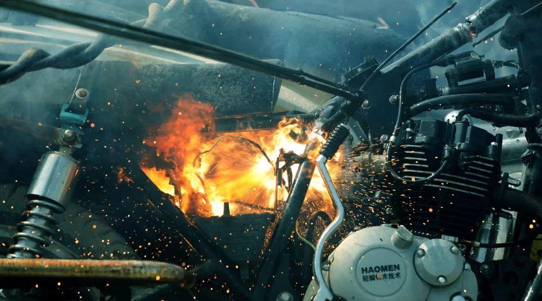 报废摩托车销毁,场面过于壮观-第5张图片-春风行摩托车之家