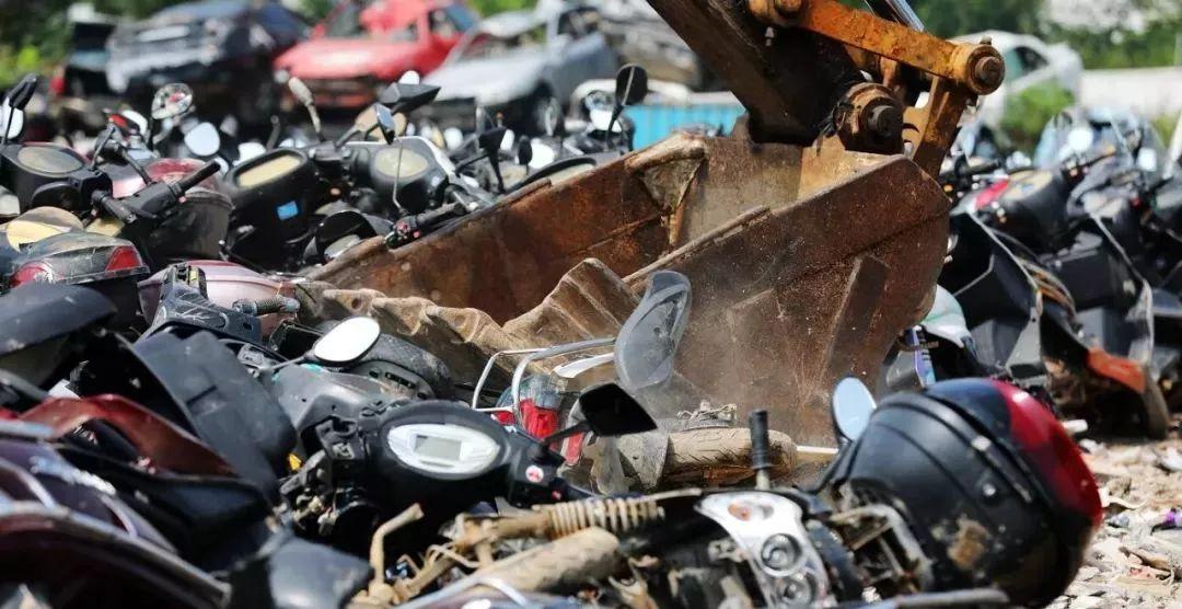 报废摩托车销毁,场面过于壮观-第9张图片-春风行摩托车之家