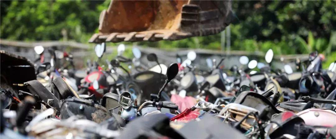 报废摩托车销毁,场面过于壮观-第10张图片-春风行摩托车之家