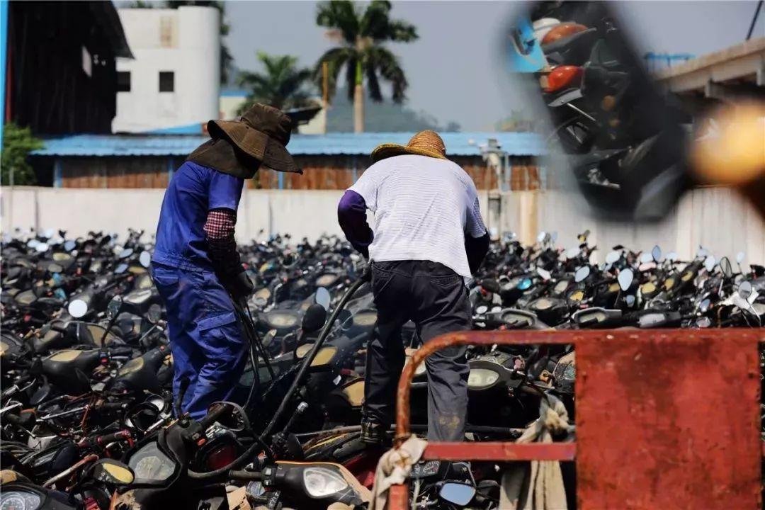 报废摩托车销毁,场面过于壮观-第16张图片-春风行摩托车之家