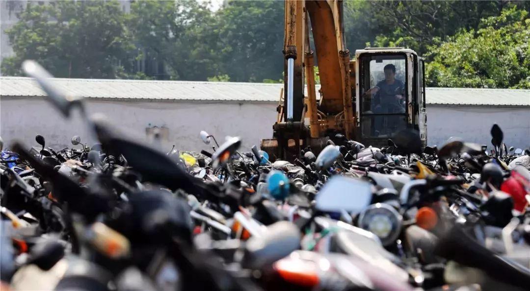 报废摩托车销毁,场面过于壮观-第18张图片-春风行摩托车之家