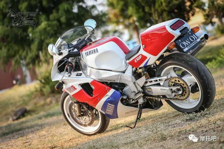 又美又贵,雅马哈的第一台市售超跑!-第8张图片-春风行摩托车之家