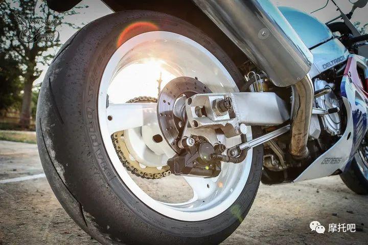 又美又贵,雅马哈的第一台市售超跑!-第11张图片-春风行摩托车之家