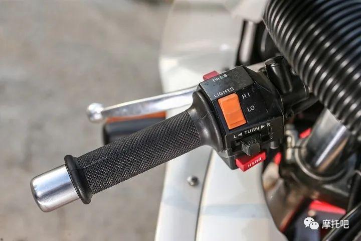 又美又贵,雅马哈的第一台市售超跑!-第22张图片-春风行摩托车之家