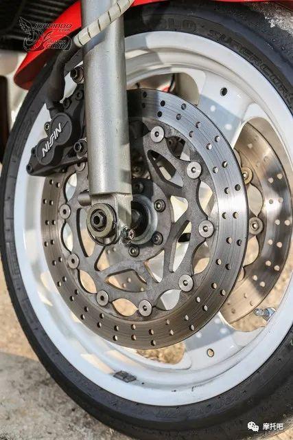 又美又贵,雅马哈的第一台市售超跑!-第24张图片-春风行摩托车之家
