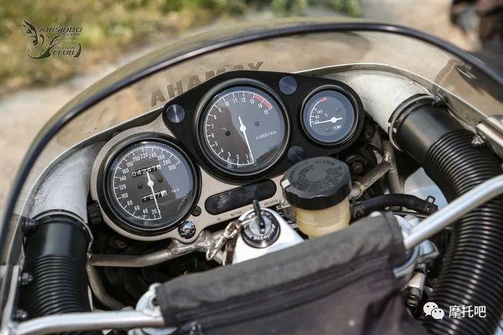又美又贵,雅马哈的第一台市售超跑!-第19张图片-春风行摩托车之家