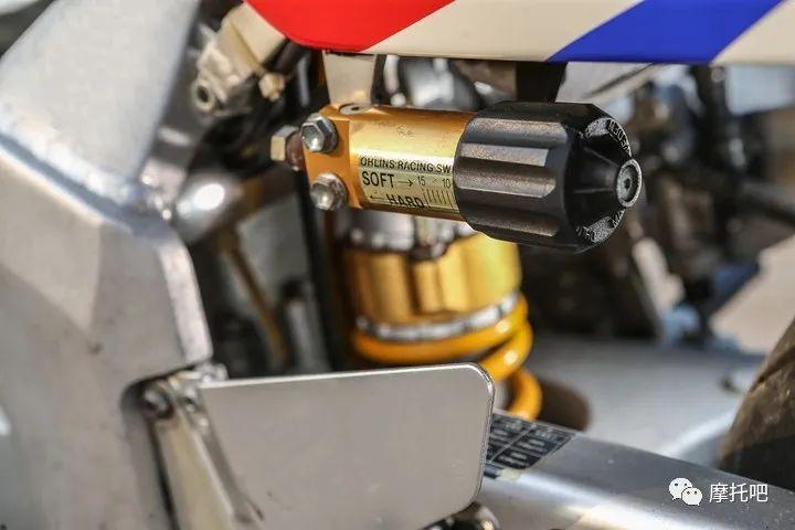 又美又贵,雅马哈的第一台市售超跑!-第26张图片-春风行摩托车之家