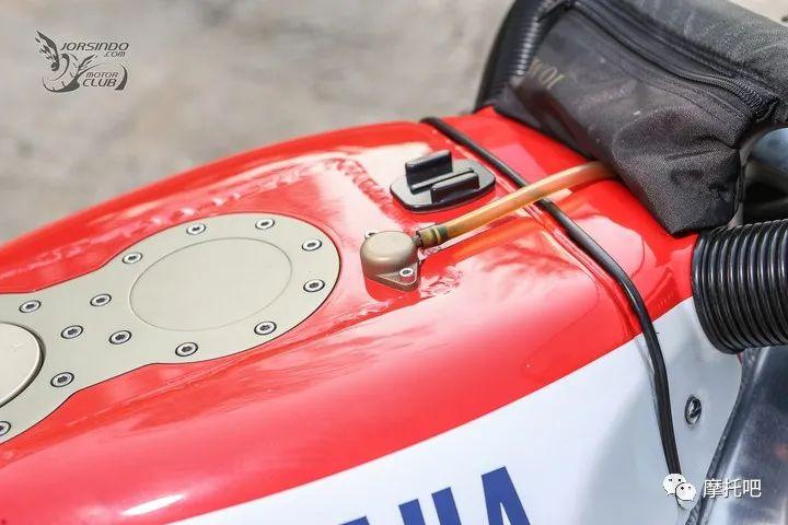 又美又贵,雅马哈的第一台市售超跑!-第25张图片-春风行摩托车之家