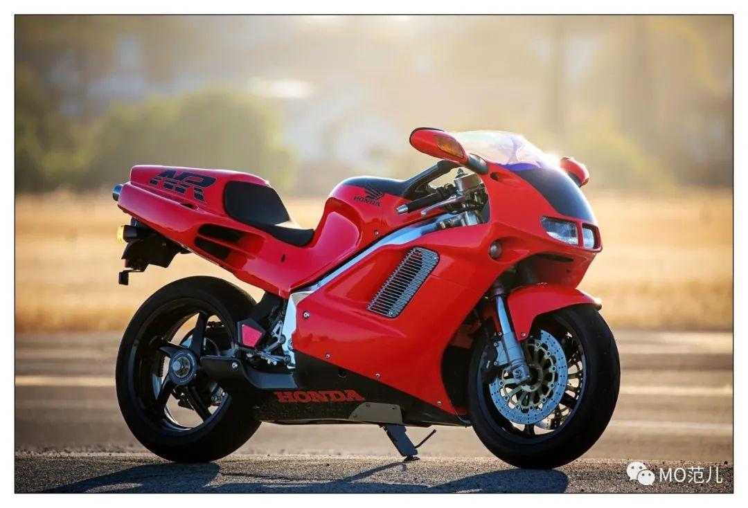 第一个把排气筒放在后座下的四冲摩托车是谁?-第1张图片-春风行摩托车之家