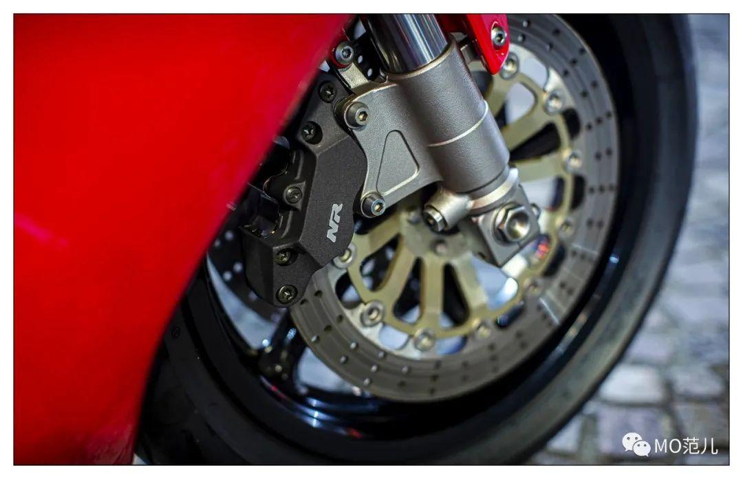 第一个把排气筒放在后座下的四冲摩托车是谁?-第19张图片-春风行摩托车之家