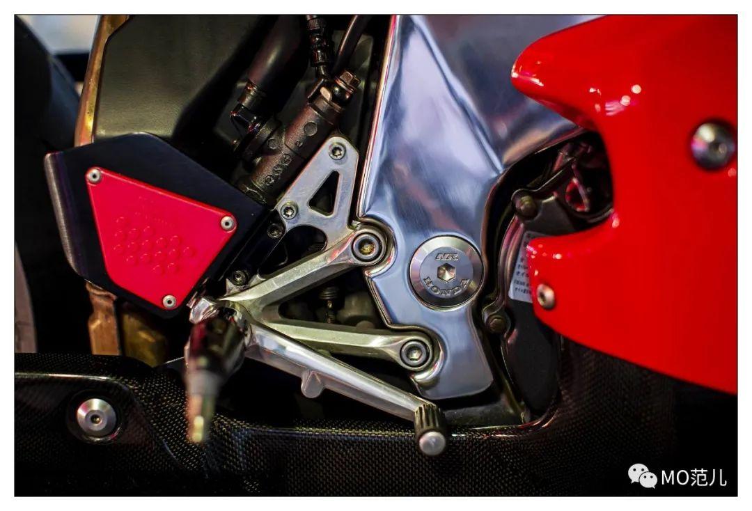 第一个把排气筒放在后座下的四冲摩托车是谁?-第18张图片-春风行摩托车之家