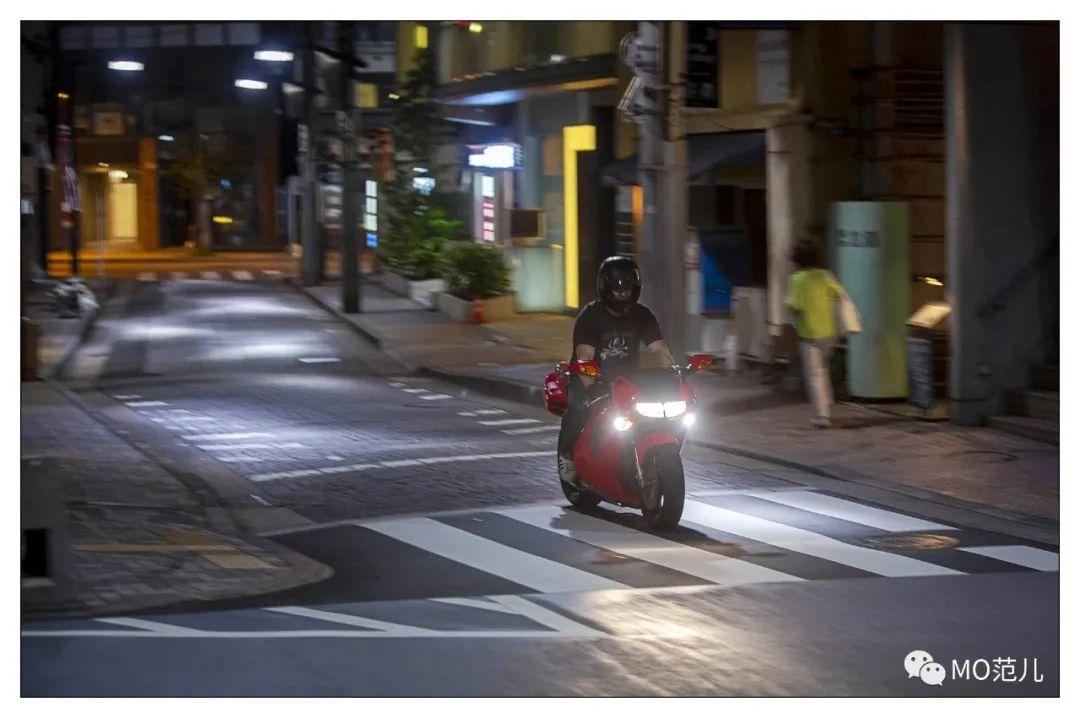 第一个把排气筒放在后座下的四冲摩托车是谁?-第23张图片-春风行摩托车之家