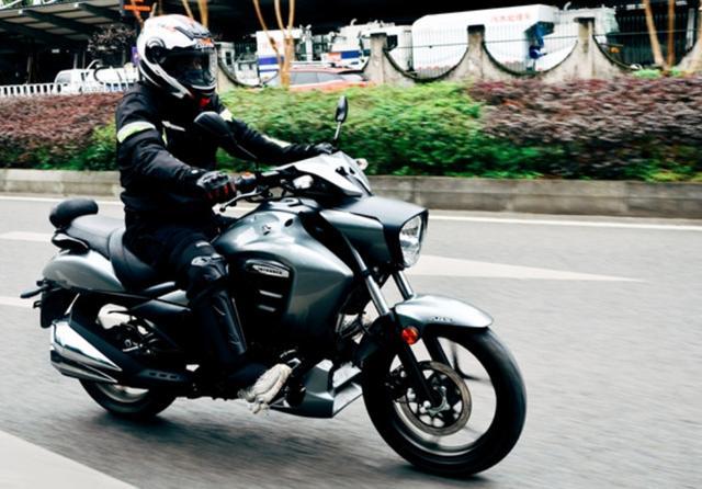 因外观受争议,售价不到1.5万!解析铃木酷道155:极速108,带ABS-第3张图片-春风行摩托车之家