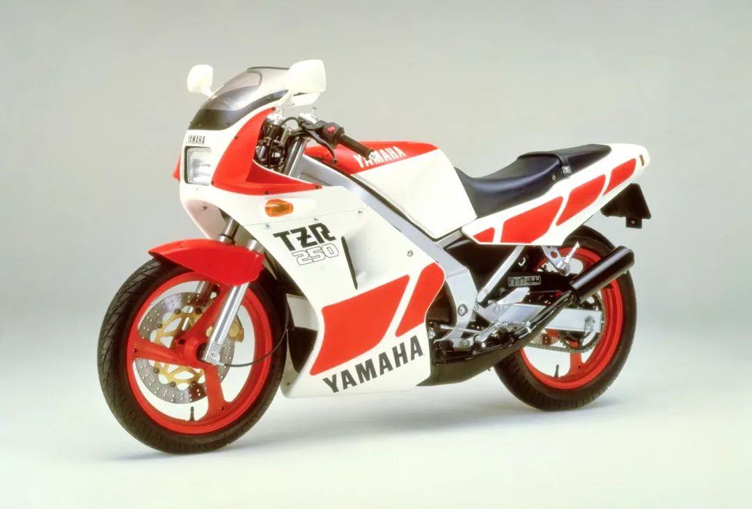 车型历史图库:雅马哈Yamaha TZR250 第一代-第3张图片-春风行摩托车之家