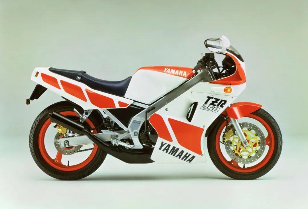 车型历史图库:雅马哈Yamaha TZR250 第一代-第2张图片-春风行摩托车之家
