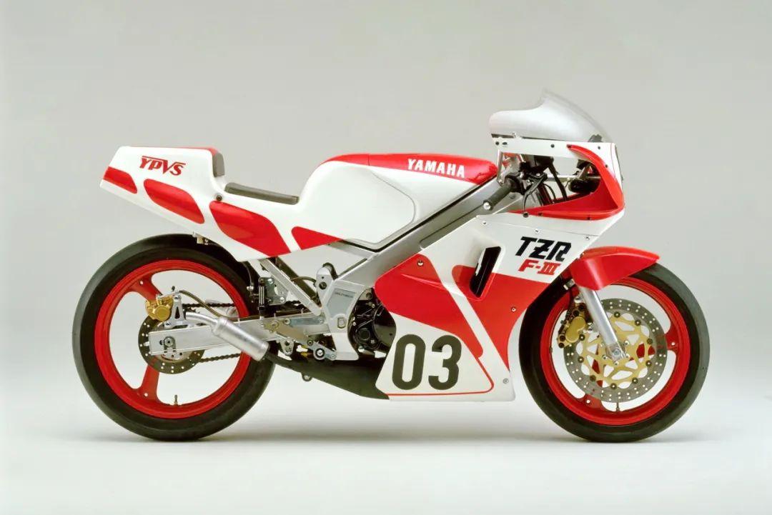 车型历史图库:雅马哈Yamaha TZR250 第一代-第14张图片-春风行摩托车之家