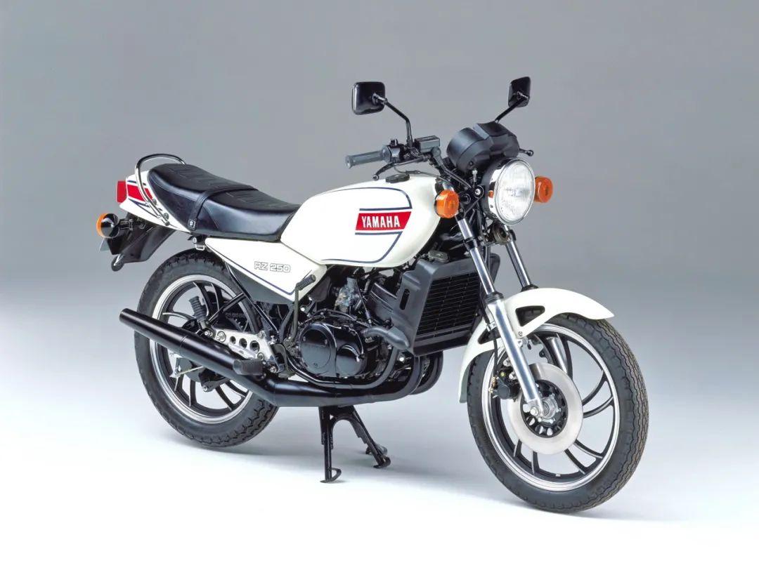 车型历史图库:雅马哈Yamaha TZR250 第一代-第27张图片-春风行摩托车之家