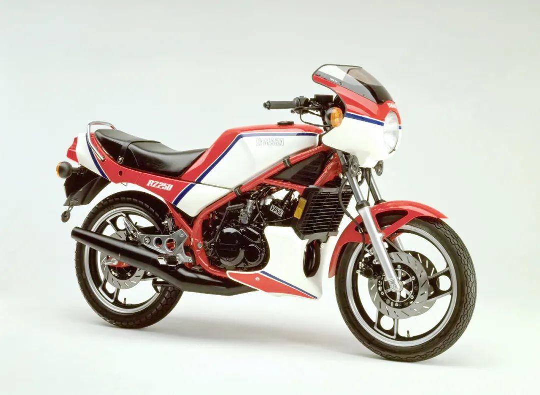 车型历史图库:雅马哈Yamaha TZR250 第一代-第29张图片-春风行摩托车之家