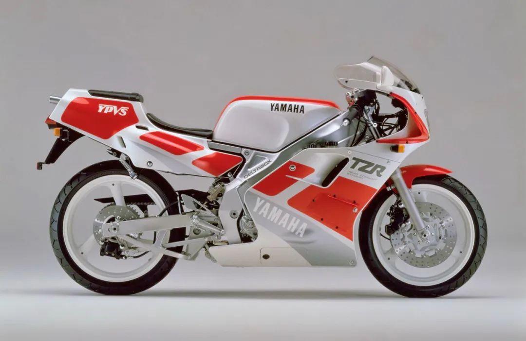 车型历史图库:雅马哈Yamaha TZR250 第二代-第3张图片-春风行摩托车之家
