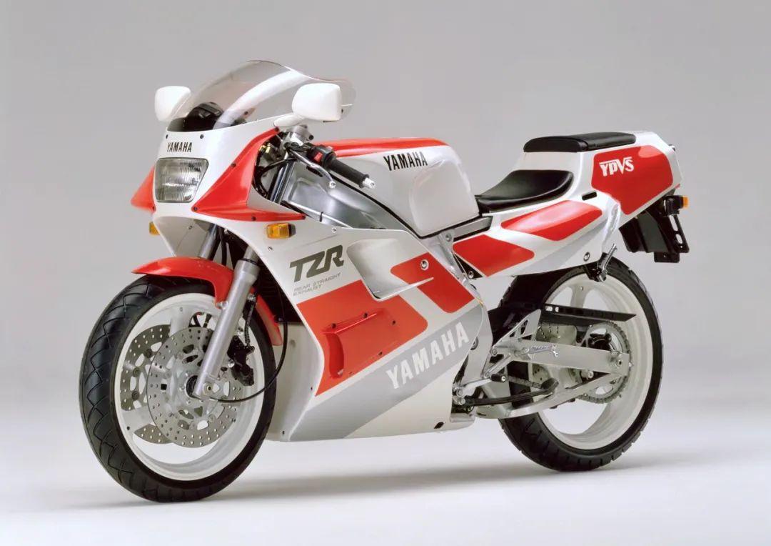 车型历史图库:雅马哈Yamaha TZR250 第二代-第4张图片-春风行摩托车之家