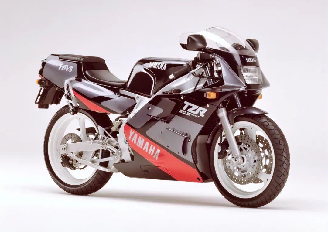 车型历史图库:雅马哈Yamaha TZR250 第二代-第6张图片-春风行摩托车之家