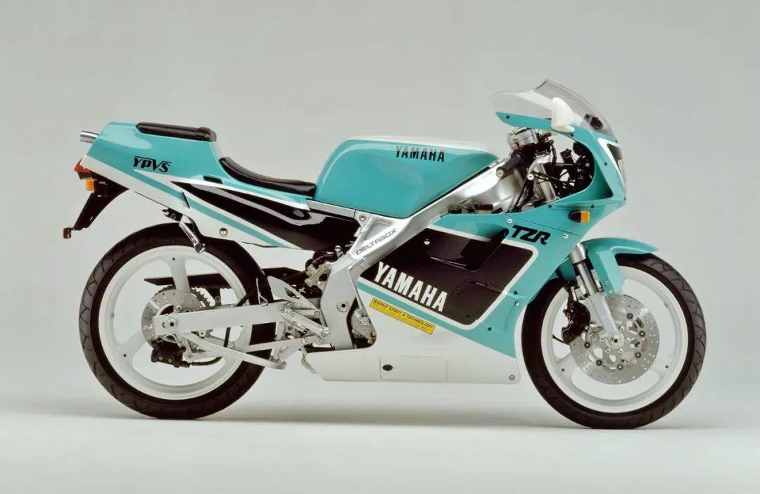 车型历史图库:雅马哈Yamaha TZR250 第二代-第20张图片-春风行摩托车之家