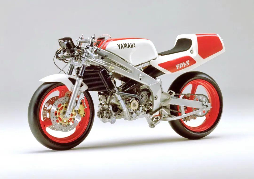 车型历史图库:雅马哈Yamaha TZR250 第二代-第34张图片-春风行摩托车之家