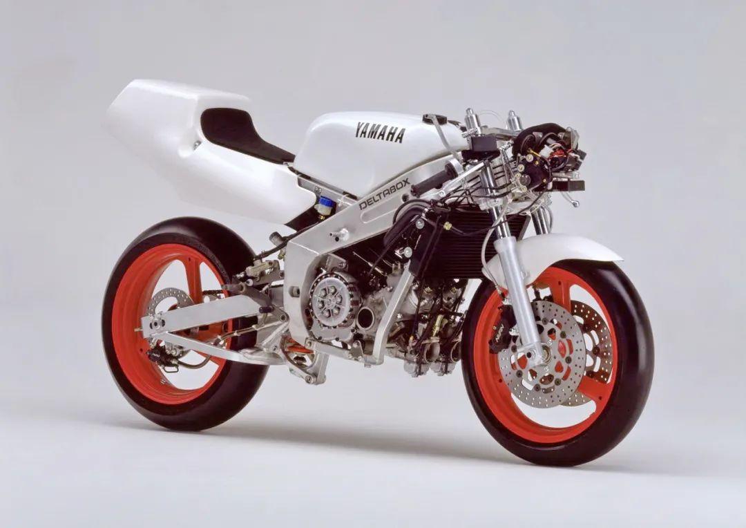 车型历史图库:雅马哈Yamaha TZR250 第二代-第40张图片-春风行摩托车之家