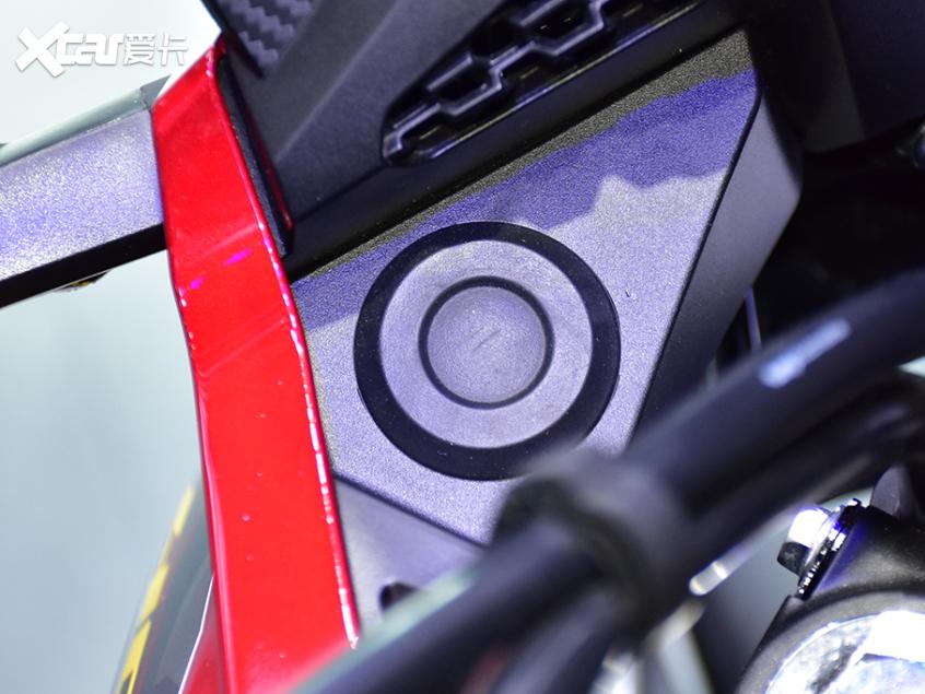 被阉割还是本土化?实拍国产本田CB400X-第11张图片-春风行摩托车之家