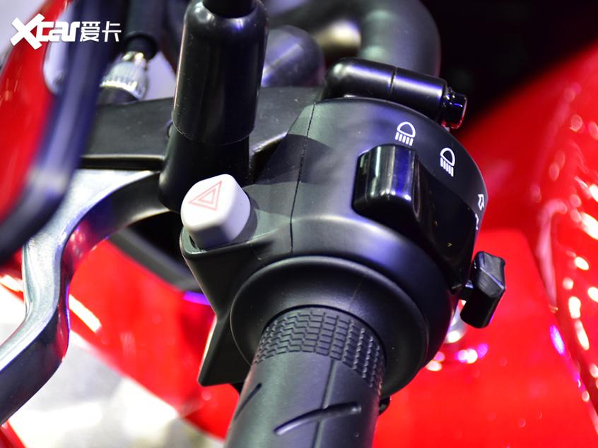被阉割还是本土化?实拍国产本田CB400X-第9张图片-春风行摩托车之家