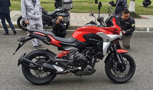 宗申发力!赛科龙RX6正式亮相:双缸650,配置亮眼,预售5万左右-第1张图片-春风行摩托车之家
