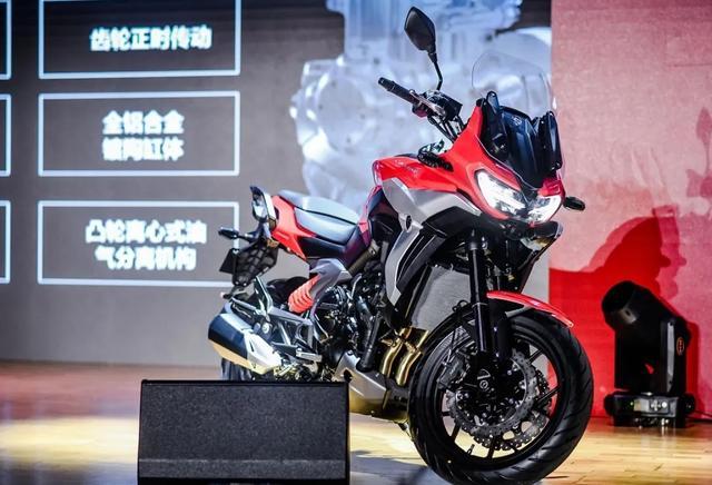 宗申发力!赛科龙RX6正式亮相:双缸650,配置亮眼,预售5万左右-第2张图片-春风行摩托车之家