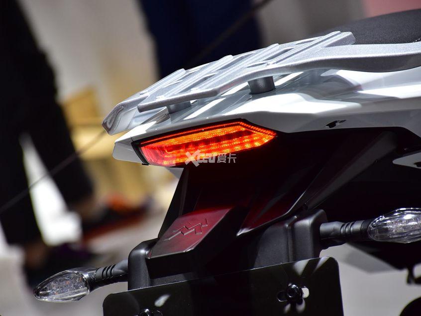 高颜值+中国芯 摩托莫里尼X-CAPE实拍-第5张图片-春风行摩托车之家