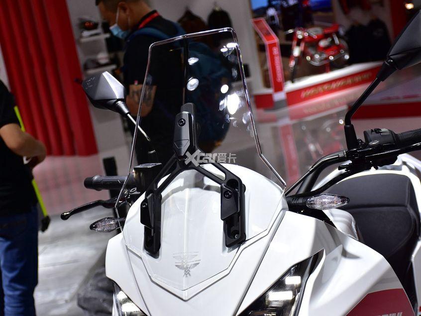 高颜值+中国芯 摩托莫里尼X-CAPE实拍-第13张图片-春风行摩托车之家