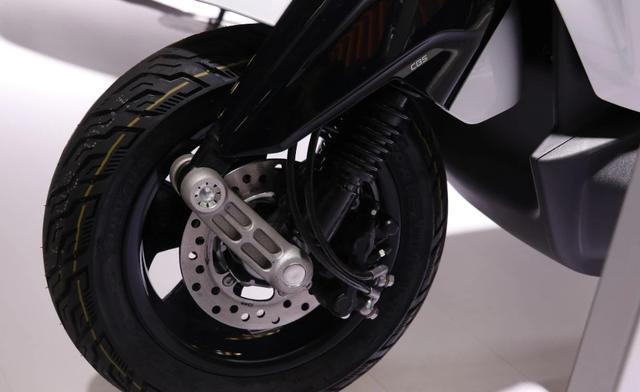 摩展上的高价电动车:比亚乔ONE,续航55km,售价却高达1.78万!-第4张图片-春风行摩托车之家
