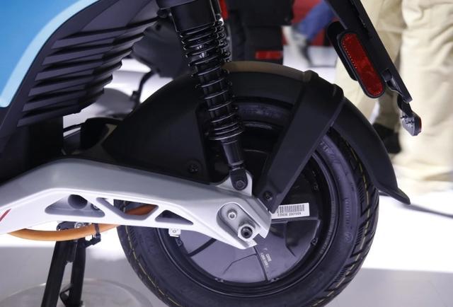 摩展上的高价电动车:比亚乔ONE,续航55km,售价却高达1.78万!-第3张图片-春风行摩托车之家