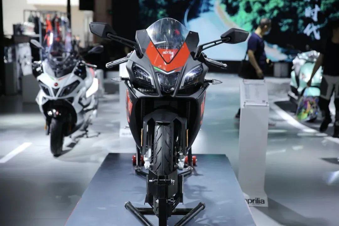越来越多的小排量跑车到来,当红小生春风250SR该如何应对-第7张图片-春风行摩托车之家