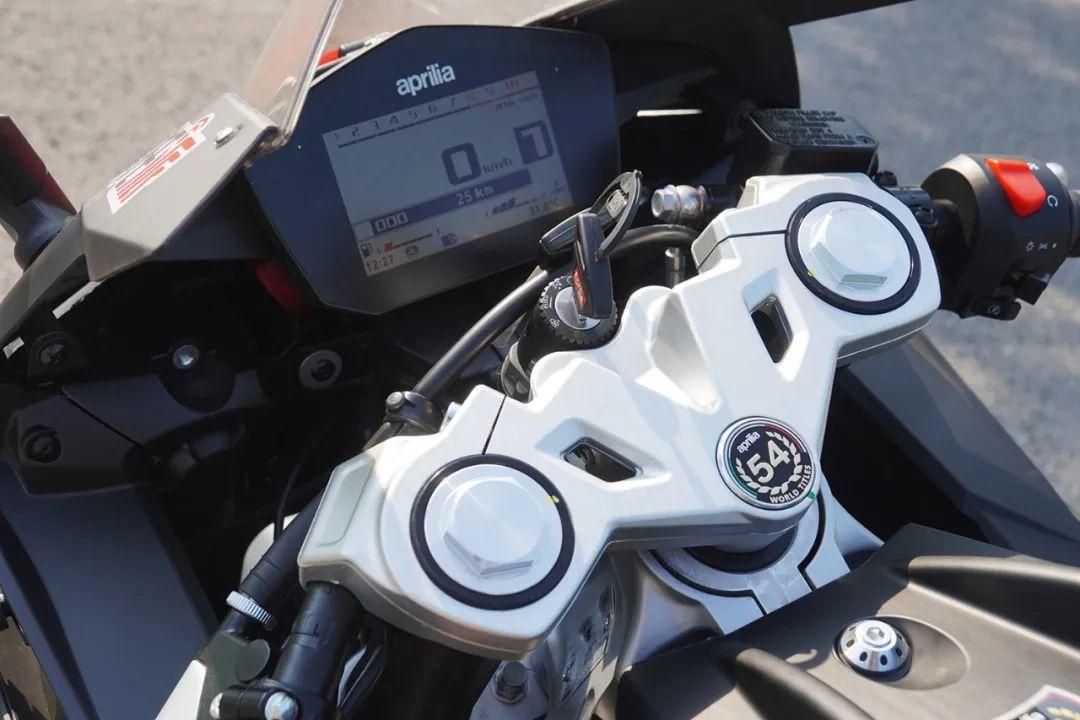 熟悉配方更猛的底料,全方位解读26800元的GPR250R-第10张图片-春风行摩托车之家