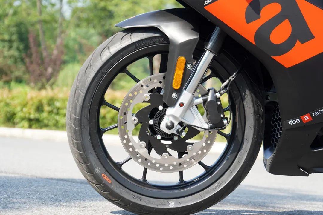 熟悉配方更猛的底料,全方位解读26800元的GPR250R-第20张图片-春风行摩托车之家