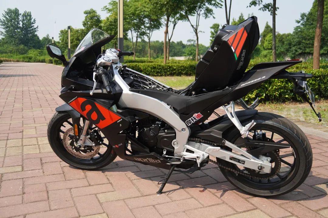 熟悉配方更猛的底料,全方位解读26800元的GPR250R-第24张图片-春风行摩托车之家