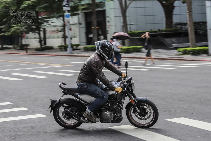 来自未来的座驾 胡思瓦娜Husqvarna「VITPILEN 401」-第2张图片-春风行摩托车之家