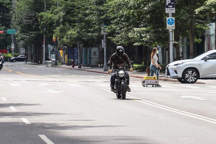 来自未来的座驾 胡思瓦娜Husqvarna「VITPILEN 401」-第8张图片-春风行摩托车之家